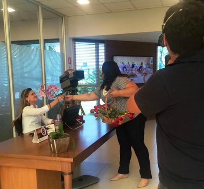 A entrega começou pela recepção da TV TEM (Foto: Gabriela Cardoso / TV TEM)