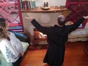 Camille acompanhou ritual (Foto: RBS TV/Divulgação)