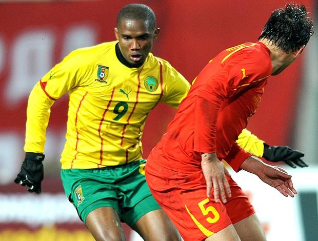 Eto´o no amistoso entre Camarões e Macedônia (Foto: AP)