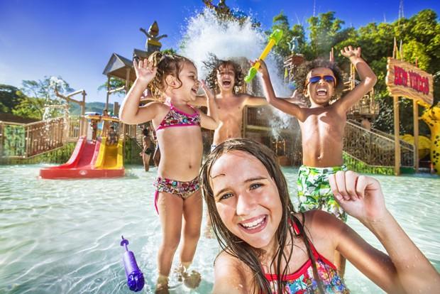 As crianças se divertem nos parques aquáticos do Rio Quente Resorts (Foto: Divulgação)