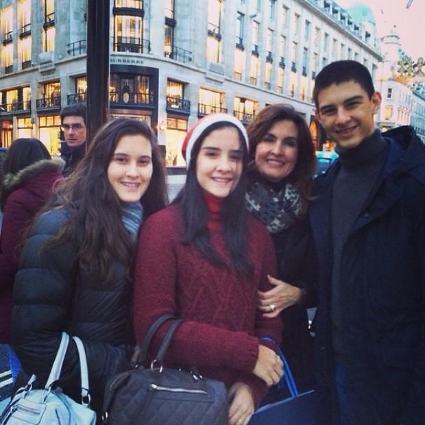 Fatima Bernardes com os filhos (Foto: Reprodução/ Instagram)