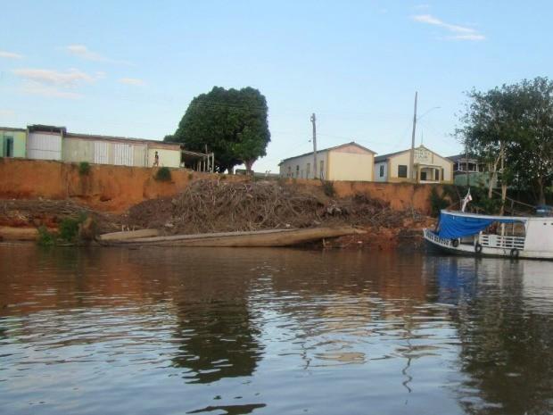 Fenômeno terra caída ocasinou desbarrancamento no Distrito de Calama (Foto: Divulgação/Sempedec)