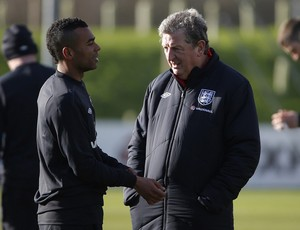 Roy Hodgson e ashley cole inglaterra treino (Foto: Agência Reuters)