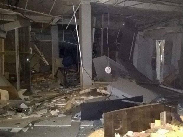 Agência explodida por cerca de 10 homens fortemente armados na cidade de Jussiape (Foto: Welber Lelis/ Site: Voz da Bahia)