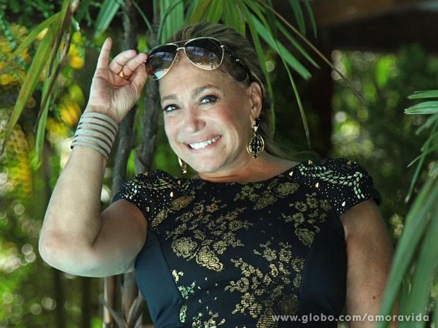 Susana Vieira posa durante gravação. O que Pilar estava fazendo no casamento de César? (Foto: Jacson Vogel/ TV Globo)