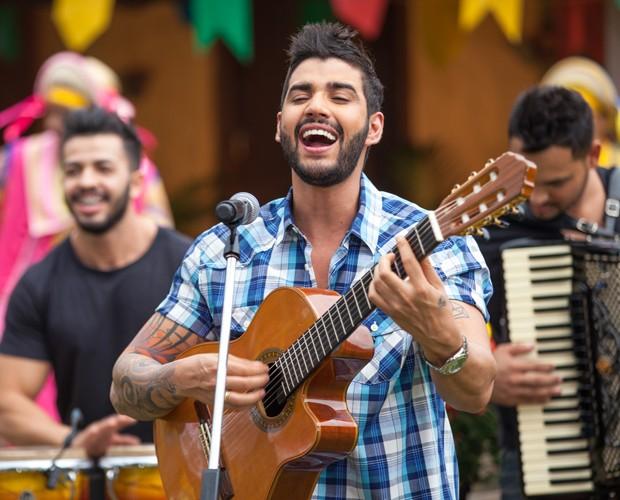 Gusttavo arrasou na festa junina do Estrelas (Foto: Fabiano Battaglin/Gshow)