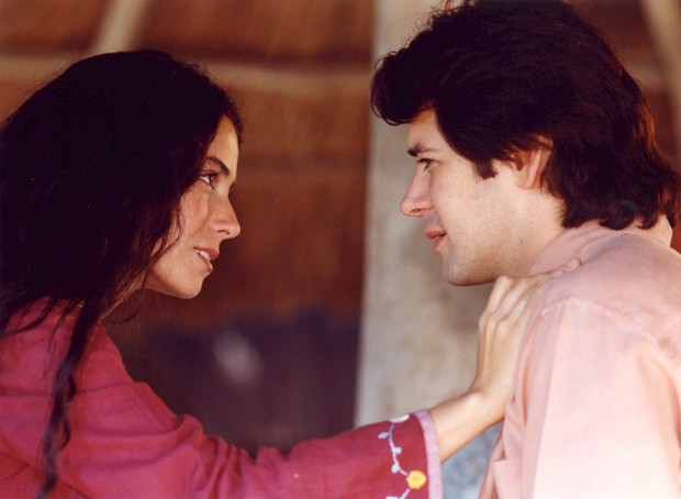 Giovanna Antonelli e Murilo Benício com Jade e Lucas na novela O Clone (Foto: Divulgação Globo)