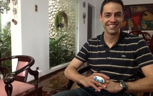 Raphael Vieira em sua residência em Resende (RJ) (Foto: Vinícius Lima/GLOBOESPORTE.COM)