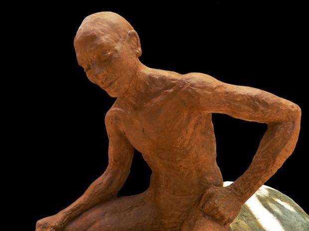 'Caminho da Pedra' explora indivíduo e a relação do artista Demétrio Albuquerque com a obra prima (Foto: Alessandra Botelho/ Divulgação)