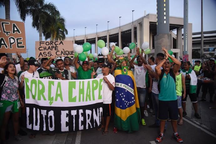 Abraço Maracanã Chapecoense homenagem (Foto: André Durão)