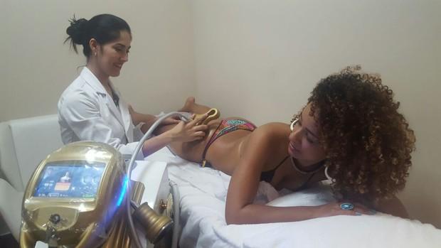Aline Prado faz tratamento contra celulites (Foto: Divulgação / MF Models Assessoria )