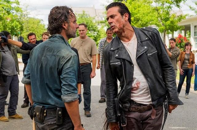Andrew Lincoln e Jeffrey Dean Morgan em cena de 'The walking dead'  (Foto: Reprodução)