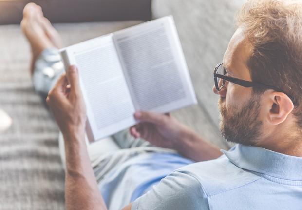 Homem lendo (Foto: Thinkstock)