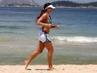 Cynthia Howlett corre em praia do Rio