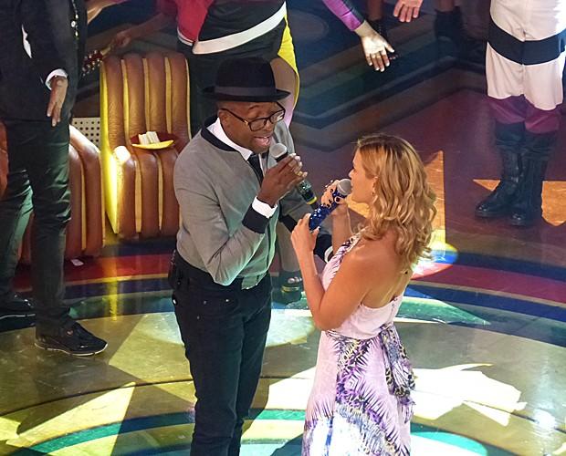 Mumuzinho canta  'Desejo de Amar' com Carolina Dieckmann (Foto: Tatiana Machado/ Gshow)