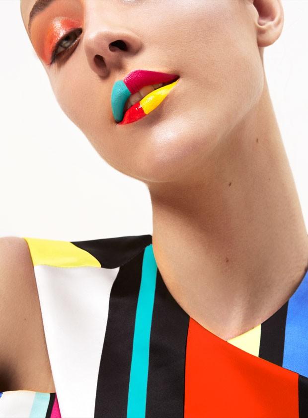 O maquiador brincou com as cores e criou uma boca xadrex (Foto: Pedro Bonacina)