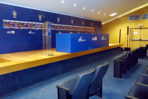 Sala onde serão realizadas as entrevistas coletivas (Foto: Felipe Truda/GLOBOESPORTE.COM)