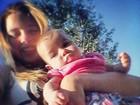 Debby Lagranha abraça filha e se derrete: 'Razão da minha vida'