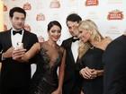 Olha a 'selfie'! Famosos se divertem antes de evento de gala em Cannes