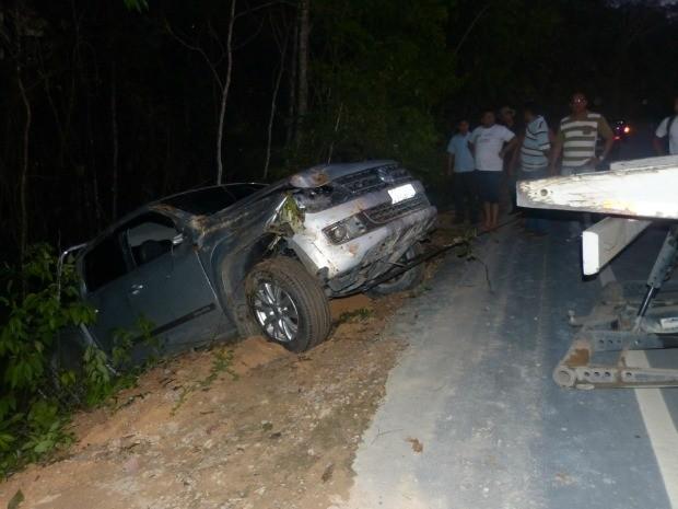 Veículo de deputado estadual capota em rodovia no Amazonas (Foto: Divulgação)