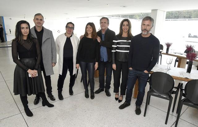Na foto, os irmãos Campanha com Alline Cury, Taissa Buescu, Piti Vieira e Silvia Rogar (Foto: Divulgação)
