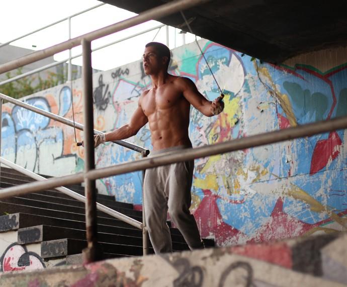 Para manter o tanquinho, o ator mantém dieta e rotina de exercícios (Foto: Camila Camacho/Gshow)