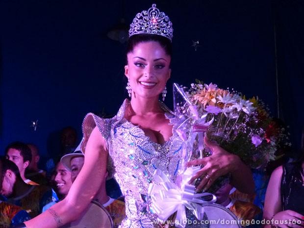 Aline Riscado foi coroada pela Caprichosos (Foto: Domingão do Faustão/TV Globo)