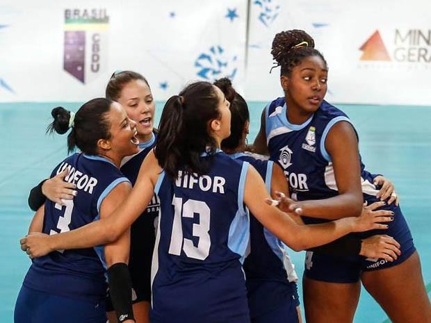 As meninas do vôlei levaram a medalha de bronze da primeira divisão do JUBs (Foto: Agência Jubs)