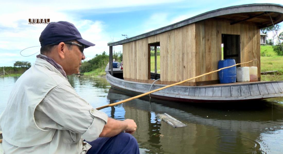 Zenezir mostra a pesca de tradição (Foto: Amazônia Rural)
