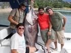 Pescadores capturam peixe de mais de 100 quilos em Ilhabela, SP