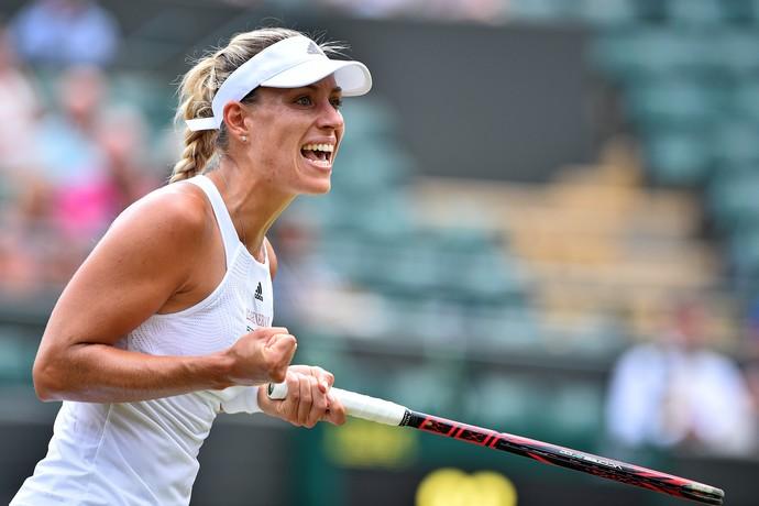 Angelique Kerber vence em Wimbledon (Foto: Glyn KIRK / AFP)
