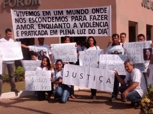 Famíliares e amigos da corretora de imóveis Núbia de Souza pediram punição do réu, em Goiás (Foto: Arquivo pessoal/ Rayanne Nunes)