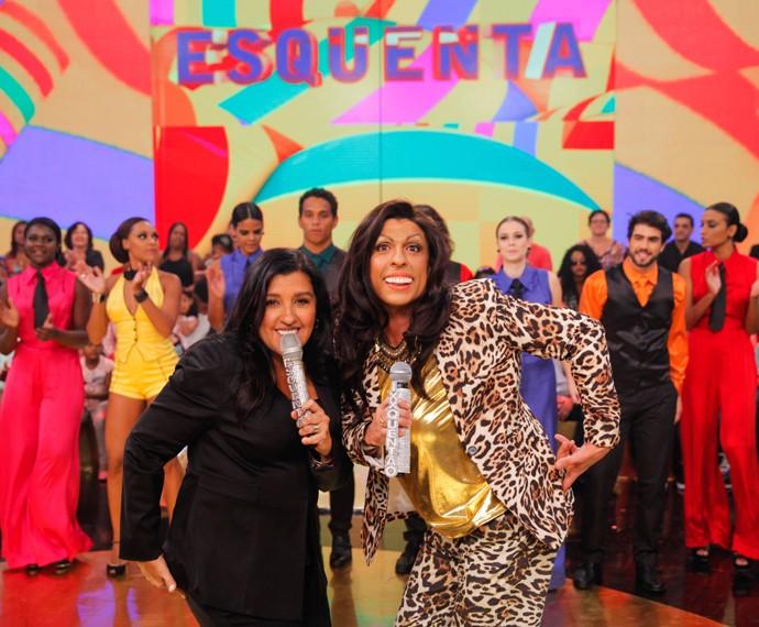 Regina Casé posa para foto com Regina Ralé (Foto: João Pedro Januário)