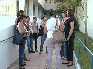 Mães reclamam da falta do transporte  (Foto: Reprodução/TV Integração)