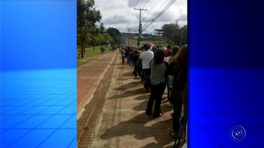 Feirão de emprego forma fila quilométrica em Lençóis Paulista