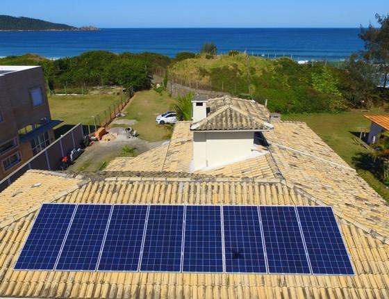 Telhado com painel de energia solar (Foto: ENGIE Solar/Divulgação)
