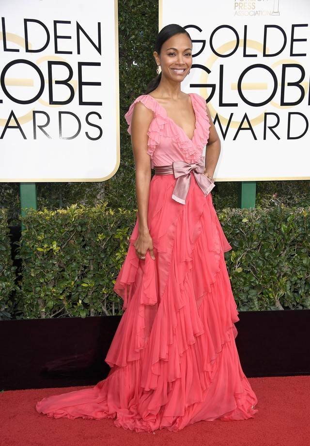 Zoe Saldana mistura seu rosa com vermelho no vestido da grife Gucci (Foto: Getty Images)
