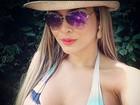 De biquíni e óculos escuros, Geisy Arruda mostra look praia