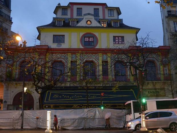 Tradicional casa de shows Bataclan, em foto de novembro de 2015, irá reabrir no fim do ano. Um dos alvos dos ataques terroristas de novembro do ano passado, imóvel passou por reforma (Foto: Bertrand Guay / AFP)