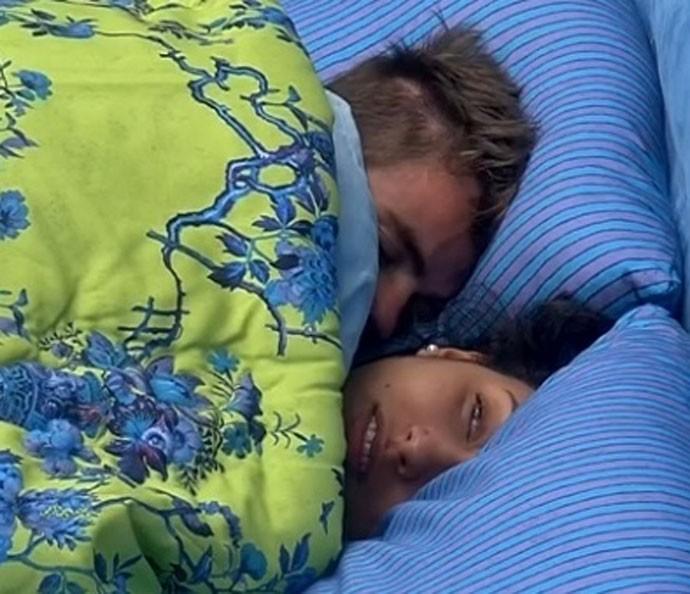 Rafael e Talita tiveram noite quente muuuitas vezes (Foto: TV Globo)