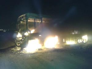 Cerca de oito pessoas foram detidas em Suzano depois que veículos foram incendiados (Foto: Douglas Campos/ TV Diário)