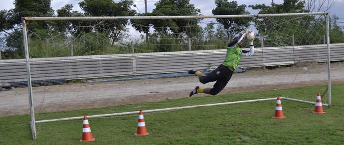 Chico treinando no Rio Branco-ES (Foto: Sidney Magno Novo/GloboEsporte.com)