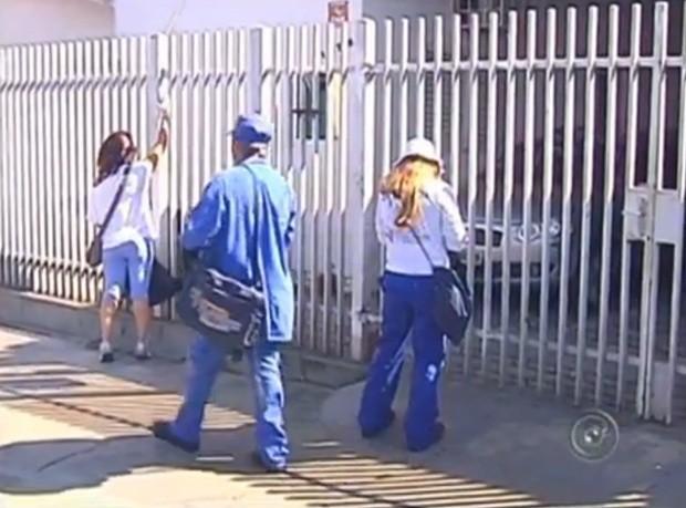 Todos os agentes estão uniformizados e com crachá (Foto: Reprodução / TV TEM)
