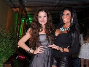 Solange Gomes e a filha (Foto: Alex Palarea/ Ag. News)
