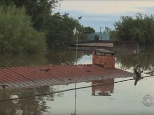 Quaraí é uma das cidades mais atingidas pela chuva na Fronteira Oeste do rs (Foto: Reprodução/RBS TV)