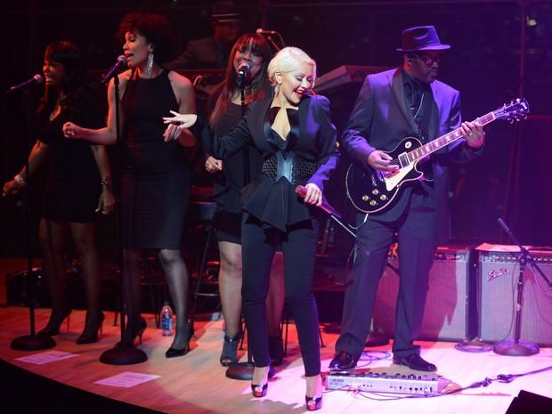 Christina Aguilera canta em evento em Nova York, nos Estados Unidos (Foto:  Kevin Mazur/ Getty Images)