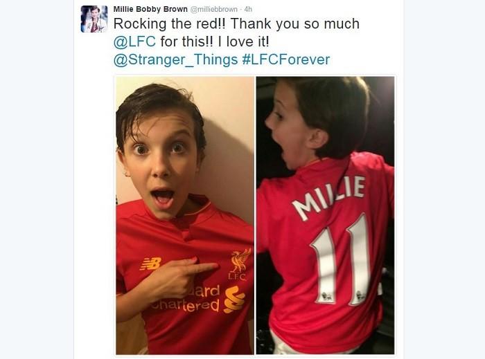 BLOG: Fã do Liverpool e de Coutinho, atriz mirim de Stranger Things ganha camisa 11