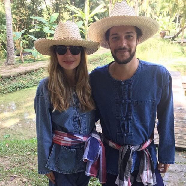 Jayme Matarazzo e a mulher, Luiza Tellechea, na cidade de Lamphun, na Tailândia (Foto: Instagram/ Reprodução)