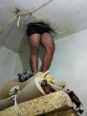 Preso fica enroscado no teto de delegacia  (Foto: Divulgação / Polícia Civil )