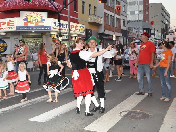 O desfile de abertura da München ocorre na sexta-feira (27), na Avenida Vicente Machado (Foto: Divulgação/Prefeitura de Ponta Grossa)